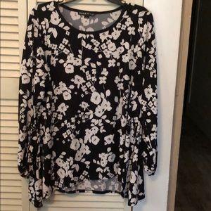 Preston & York Floral Slit L/S Sleeve Top. LG